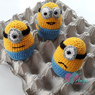 Egg Minion keychain – English Pattern
