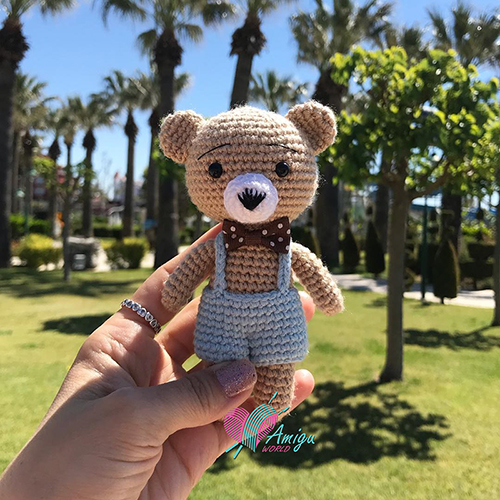 Small teddy bear amigurumi keychain crochet