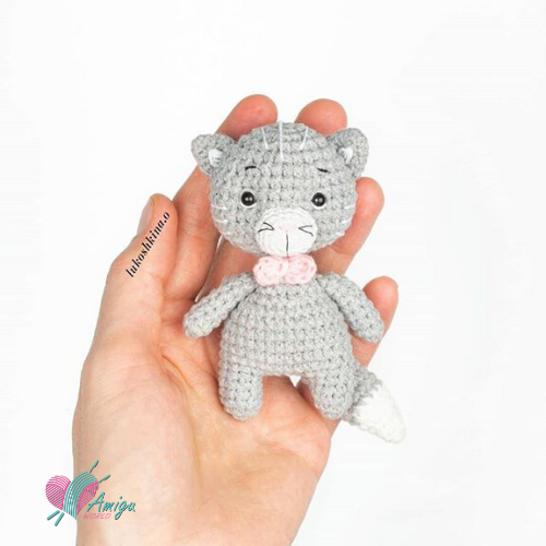 How to crochet tiny cat amigurumi
