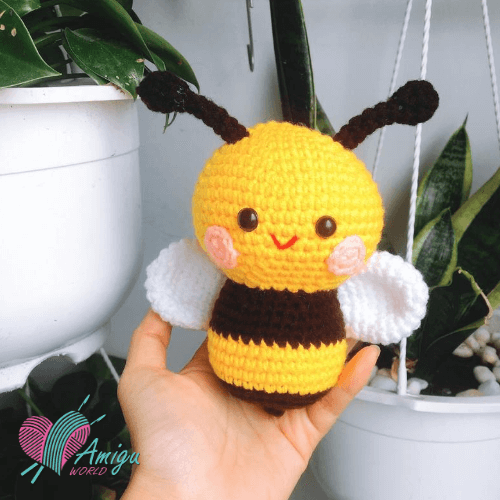 Lovely honey bee amigurumi free English pattern