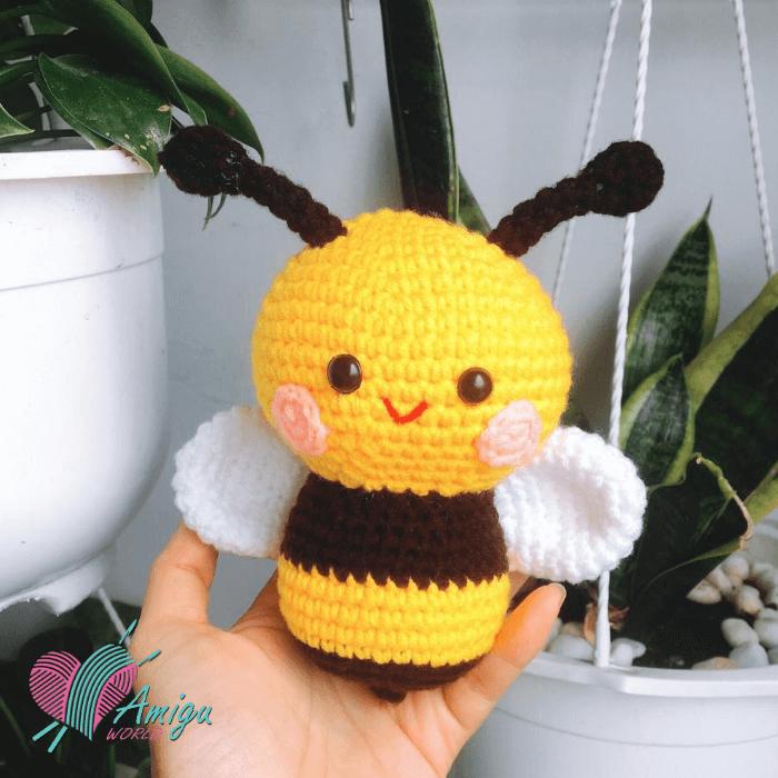 Cute bee amigurumi free English pattern