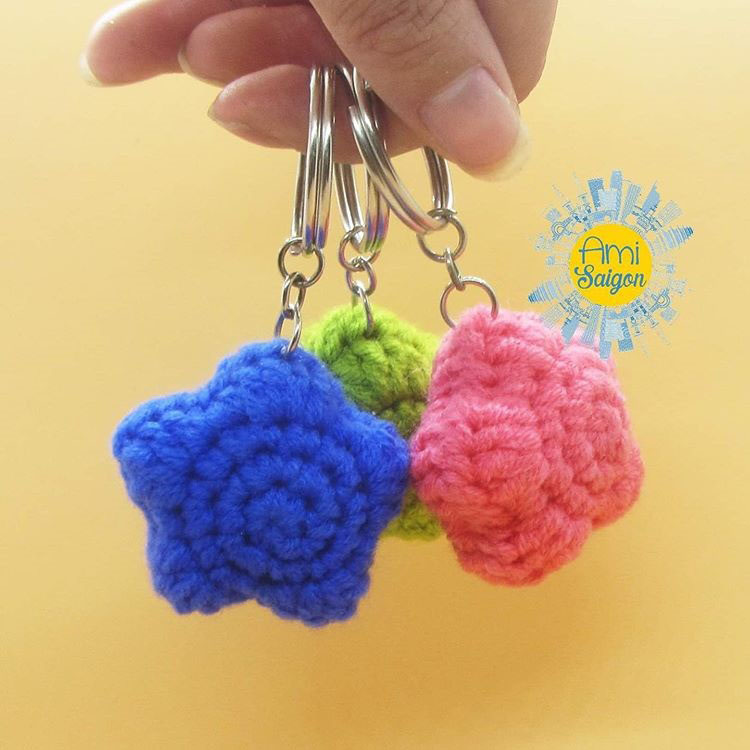 How to crochet a star amigurumi keychain