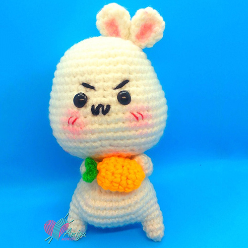 Bunny with with carrot crochet pattern amigurumi
