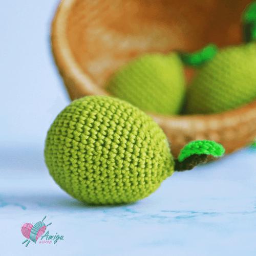 How to crochet an amigurumi pear