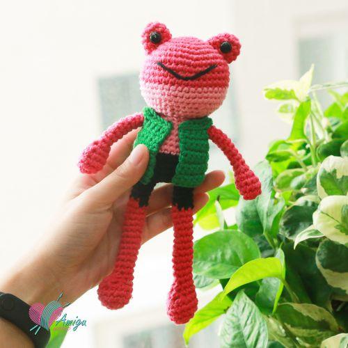 Little amigurumi Frog in vest crochet pattern